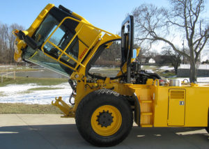 UT5212 Cab Tilts Hydraulic Access